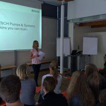 Ausbildungsleiterin Angelika Gründl bei der Begrüßung
