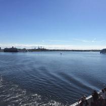 Die Fähre heim von Tallinn; am Horizont ist die Stadt noch zu sehen